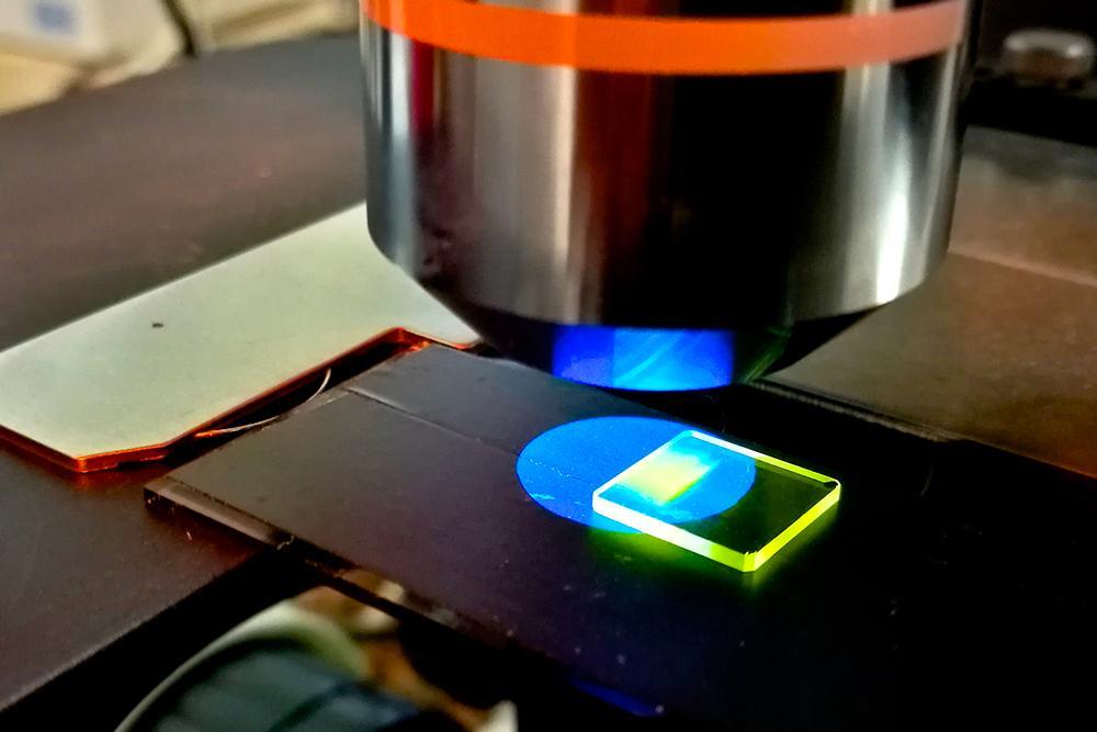 Spettroscopia materiali fotoemettitori
